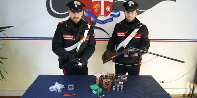 Il materiale sequestrato ieri sera dai carabinieri di Valdagno
