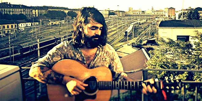 Il cantante Phill Reynolds