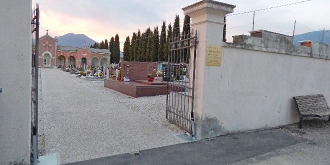 Il cancello di ingresso del cimitero di Centrale, a Zugliano
