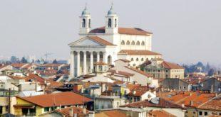 Una suggestiva veduta del centro di Schio in uno scatto di Giandomenico Luccarda