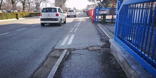 Contro la sosta selvaggia in viale Vicenza, ad Arzignano, verrà realizzato un vialetto pedonale protetto