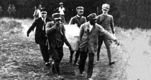 Nella cassa trasportata c'è il corpo di Giacomo Matteotti, una delle prime e tante vittime del fascismo