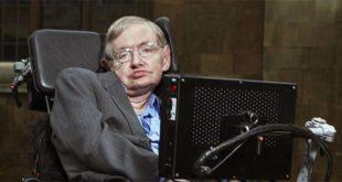 Stephen Hawking al Gonville & Caius College di Cambridge - Foto: Lwp Kommunikáció (CC BY 2.0)