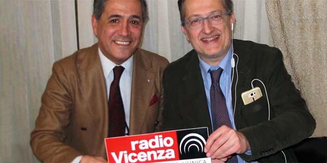 A sinistra, Giorgi Conte, assieme al direttore di Radio Vicenza Francesco Brasco