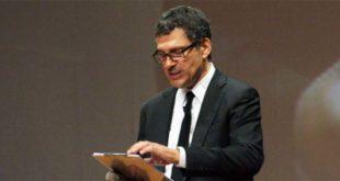 Fabrizio Frizzi presenta una serata in ricordo di Alberto Sordi - Foto: Università Campus Bio-Medico di Roma (CC BY-NC-SA 2.0)
