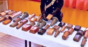 I vasi di rame recuperati dai carabinieri