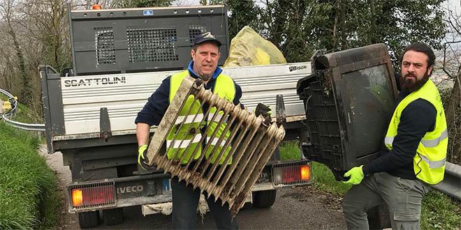 Una quarantina i volontari all'opera per ripulire Montebello dai rifiuti abbandonati