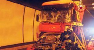 Incidente fra Tir in A4. Un ferito e lunghe code