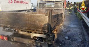 Furgone si incendia in autostrada A4. Lunghe code