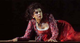 Fiorenza Cedolins nel ruolo di Tosca