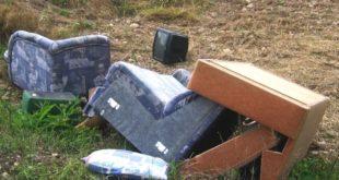 Agenti faunistici al lavoro, a Rosà, per contrastare l'abbandono dei rifiuti. Immagine di repertorio