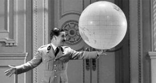 """Charlie Chaplin nel film """"Il grande dittatore"""", del 1940"""