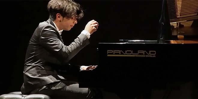 Il giovanissimo talento del pianoforte Leonardo Però (Foto di Giorgio Finali)