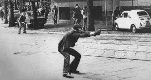 Gli anni di piombo in Italia, in una foto di Paolo Pedrizzetti che ne è diventata l'icona