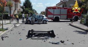 Due donne ferite in uno scontro fra due auto