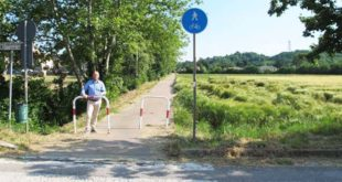 Lunardi davanti al tratto di pista ciclabile nella frazione di Maddalene, a Vicenza