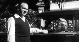 Guido Piovene e la moglie Mimy, al volante di una Buick nera