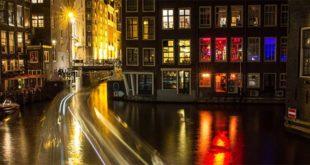 Amsterdam by night… Nei Paesi Bassi la prostituzione è regolamentata