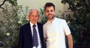 Il presidente della Bibliteca La Vigna Mario Bagnara con il giovane chef stellato Lorenzo Cogo