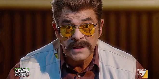 Maurizio Crozza nel personaggio di napalm51, impagabile parodia del leone da tastiera