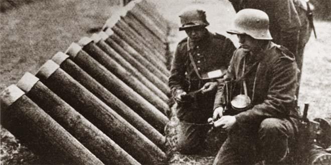 Tubi lancia gas tedeschi, usati per sfondare le linee italiane (Foto Bundesarchiv, Bild 146-1969-024-67 - CC-BY-SA 3.0)
