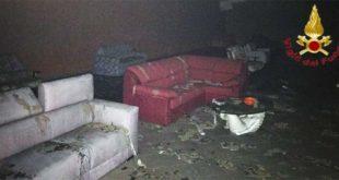 Val Liona, incendio in un mobilificio. Gravi danni