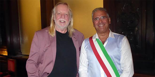 Rick Wakeman con il vicesindaco di Schio e assessore alla cultura Roberto Polga