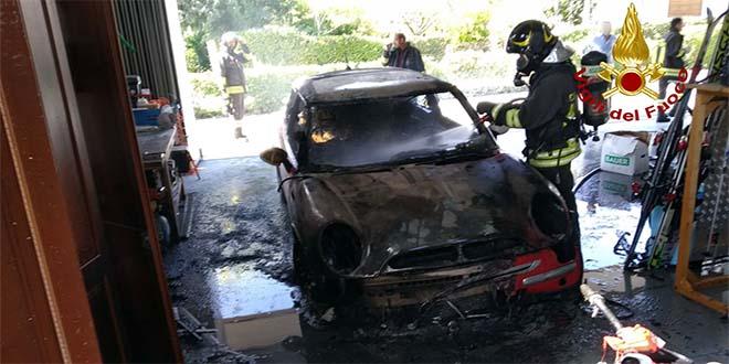 Tezze sul Brenta, incendio brucia tutto in un garage