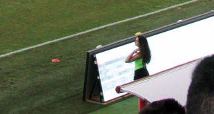 Una delle ragazze raccattapalle nella partita Vicenza-Giana Erminio