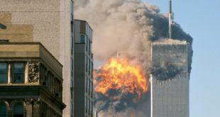 11 settembre 2001, il volo United Airlines 175 si schianta contro la Torre Sud - Foto: TheMachineStops (CC BY-SA 2.0)