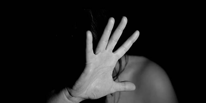 Tormentata e violentata per oltre vent'anni: in manette i due aguzzini