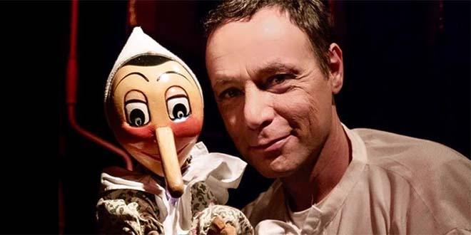 Andrea Bertinelli, del Teatro Umbro dei Burattini, con il suo Pinocchio