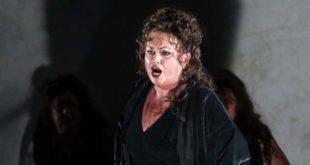 Nina Stemme, nel ruolo di Brunilde, nella Valchiria di Wagner (Foto di Clive Bard)