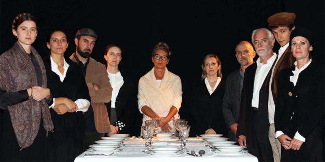 """Gli attori di Teatris nella pièce """"Il pranzo di Babette"""""""