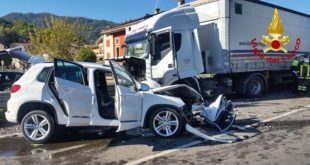 Incidente fra auto e camion. Grave una donna