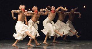 "I danzatori dei Grupo Corpo in ""Gira"" (Foto di Jose Luiz Pederneiras)"