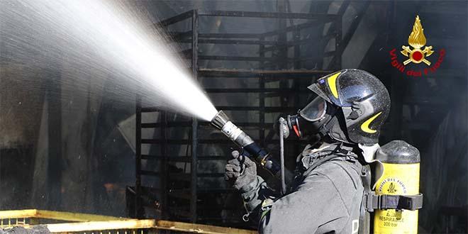 Dueville, incendio in un'azienda di verniciatura