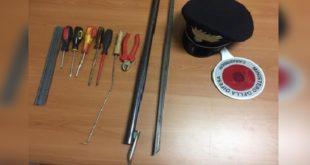 Gli attrezzi sequestrati dai carabinieri di Barbarano Mossano