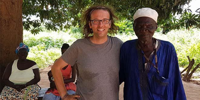Don Luca Favarin in Senegal (Foto tratta dal suo profilo Facebook)
