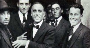Giacomo Matteotti, al centro, nell'ultima fotografia scattata prima del suo omicidio...
