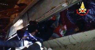 Nove giovani salvati dai pompieri. Erano nascosti su un treno merci fermo in stazione ad Altavilla