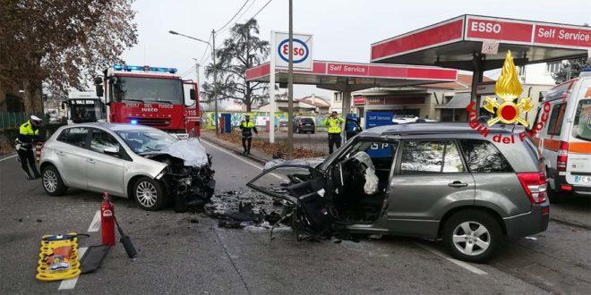 Vicenza, scontro frontale in viale Trento. Due feriti