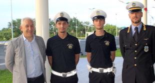I nuovi agenti in servizio a Rosa, tra il sindaco Bordignon (a sinistra) e il vice commissario Bertoncello