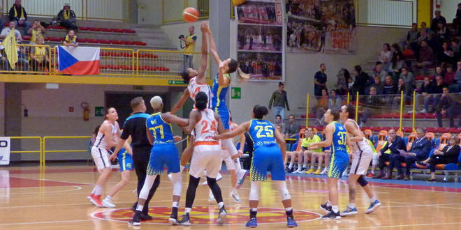 Basket, un concreto Beretta Famila Schio ferma Praga