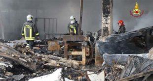 Incendio Euganea Pannelli, si spengono gli ultimi focolai