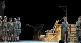 """Il Gad città di Trento in """"Oh, che bella guerra"""", foto Condini"""