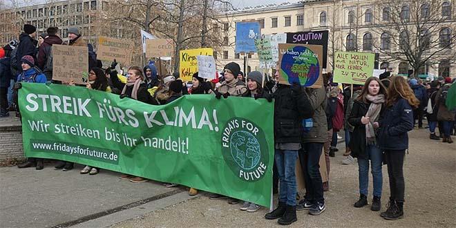 I giovani di tutto il mondo chiedono che il pianeta abbia un futuro - Foto di C. Suthorn (CC BY-SA 4.0)