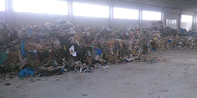 Asigliano, sequestrato capannone colmo di rifiuti