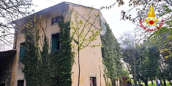L'abitazione di Cereda (Cornedo) dove si è sviluppato l'incendio