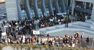 Un protesta, tempo fa, dei risparmiatori truffati davanti al Tribunale di Vicenza